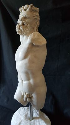 Academic torso in Carrara marble - Italy - first half of the 20th century