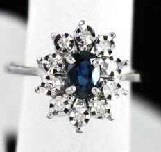 18kt White Gold cluster ring with deep blue Sapphire 0.80ct & 10 round brilliant diamonds - size 6