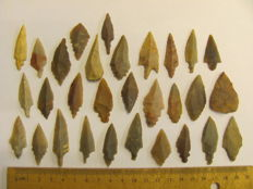 Mesolithic Flint arrowheads - 32/50 mm (30)