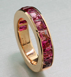Fine memory ring with pink tourmalines totalling 4.73 ct, 750 rose gold