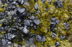 Beautiful complex Magnetite crystals with bright green Epidote crystals - 7.0 x 5.8 x 2.7 cm - 205 Gm