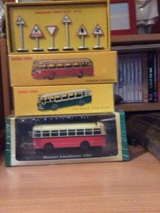 Atlas-Dinky Toys - Scale 1/43 - Lot of 4 models: Bus Joncckheere 1957, Bus Parissien, Coach Chausson & Road signs
