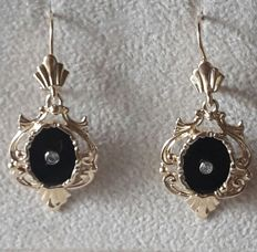 Gold dangle earrings with onyx and diamonds, Denmark ca. 1910
