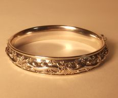 Tooled silver bracelet with decoration of salamanders