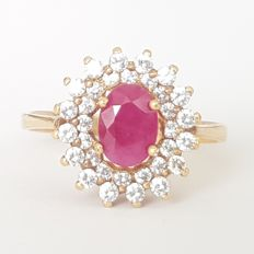 18 kt gold entourage ring with one ruby and zirconias, 1.48 ct - Size: 18.1 mm, 17/57 (EU)