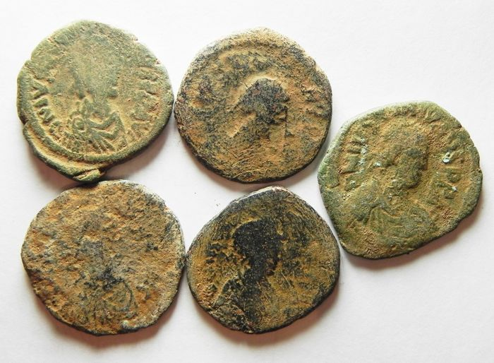 Byzantine Empire - Lot comprising 9 AE folles, 6th Cent. A.D