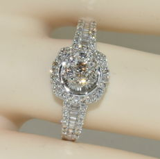 18 kt white gold alliance ring set with 99 diamonds for a total of around 2.30 ct ***NO RESERVE PRICE***