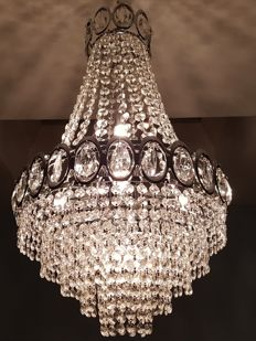 Glass crystal chandelier, late 20th / early 21st century.