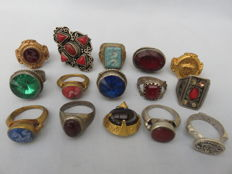 Collection of 14 old (signet) rings and a pendant with stones/glass and niello inlay - 20th century
