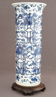 Large scroll vase with floral decorations - China - 19th century