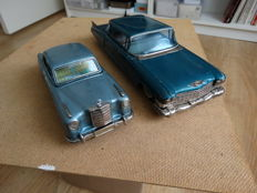 Bandai, Japan - Length 20 - 29 cm - lot with tin Mercedes Benz 2/9 and Cadillac Fleetwood with friction motor, 1950s