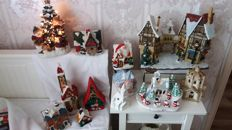 12-piece lot of Christmas decorations