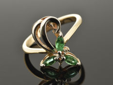 Gold 14 kt Ring with emeralds and diamonds. No reserve price