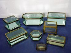 6 small French cut glasses and 2 similar glass jewellery boxes