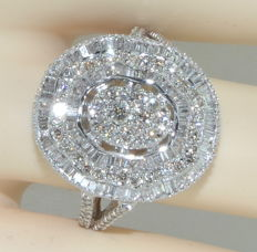 Magnificent and striking ring in 18 kt white gold set with 200 diamonds for about 4 ct ***NO RESERVE PRICE***