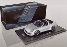 GT-Spirit-Porsche Exclusive l - Schaal 1/18 - Porsche 911 (991) Targa 4S GB Silver With Showcase - Silver - Limited edition 500 pcs