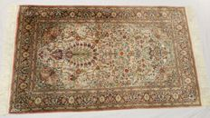 Gorgeous hand-knotted old China Hereke Silk rug with a splendid appearance unique design, silk on silk, 1000000 knots/m²– (155cm x 93 cm) collector's item