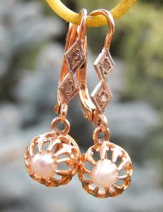 Sleeper pendant earrings, 18 kt yellow gold, pearls and diamonds