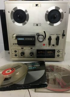 Akai 1722L - 4-track Stereo Tape Recorder - with amplifier and built-in monitor speakers