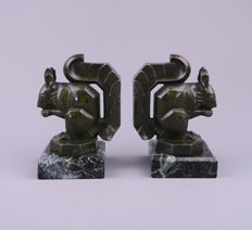 Max Le Verrier (1891-1973) - a pair of Art Deco patinated metal bookends - Squirrels