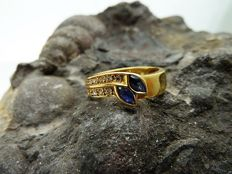 Ring - 18 kt gold - Sapphires and zirconias - 17.40 mm