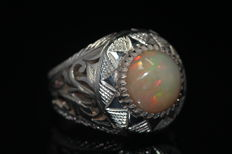 Silver men's ring set with an opal of 3.5 ct, size 65.