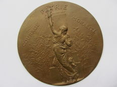 Alphee Dubois (1831-1905 ) - Fonderie F. Barbedienne - large bronze plaque after H. Chapu - Frankrijk - 2nd half of the 19th century.