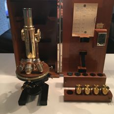 Beautiful Carl Zeiss Jena microscope with micrometer and original case - Ca 1900