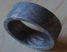 Meteorite carved ring (rarity) 19 mm - Muonionalusta (classified meteorite, North of Scandinavia) Widmanstätten (ferric structure) - 1 million years (time of the Australopithecus)