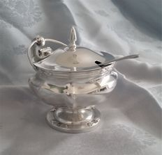 Sterling silver mustard pot, William Hutton & Sons Ltd., Birmingham 1914
