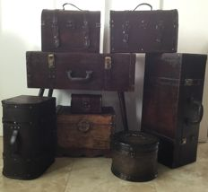 Lot with eight (8) colonial wooden boxes and suitcases with leather and copper fittings