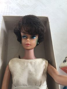 Barbie Bubblecut brunette met stand and box