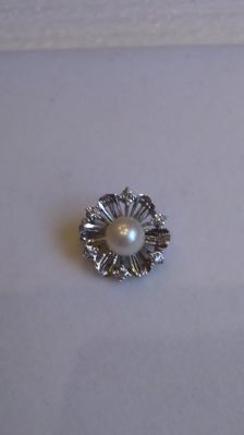 14 kt white gold clip for a pearl necklace with 6 diamonds