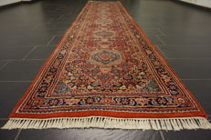 Distinguished hand-knotted oriental carpet, Indo Bijar Herati, 95 x 430cm, made in India at the end of the 20th century
