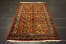 Gorgeous hand-knotted oriental carpet Bukhara Yomut silky shine 100x150cm Made in Pakistan, mid of the 20th century