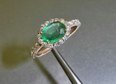 Stunning rose gold ring with emerald and top quality diamonds G VS of 1.95 ct. Size 13