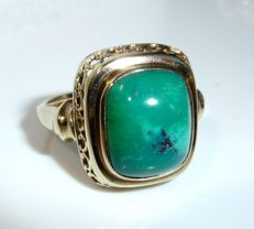 A fine handmade ring in 8 KT 333 gold with natural turquoise of approx. 4 ct. RS 57 / 18.1 mm