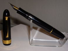Senator PRESIDENT oversized fountain pen piston filler with M nib - German quality