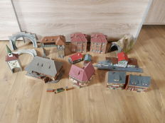 Scenery H0 - Town houses, signal box, large farm, tunnel components and one tunnel with 12 pieces