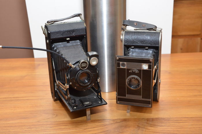 Two beautiful German folding cameras from the 1930s, a Zeiss Ikon Ikonta 520/2 and the Agfa Billy Clack