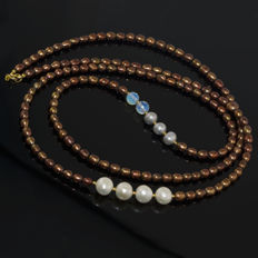 Long Pearls and Moonstone asymmetric necklace – Length 105.0 cm, 14kt/585 yellow gold clasp