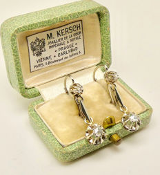 Dangling earrings in 18K  and Platinum set with rose cut Diamond, o Reserve, ca. 1920's