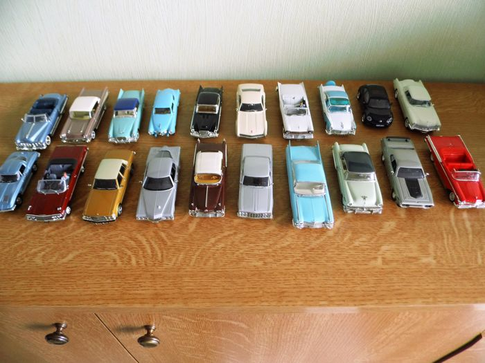 Scale 1/43 - lot with 20 models: Ford, VW, STudenbaker, Plymouth, Buick, Cadillac, Oldsmobile, Chtysler, Chevrolet & Lincoln