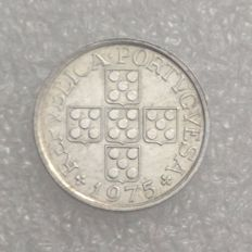 Portugal Republic - 10 Centavos 1975 - 90º axis - Scarce