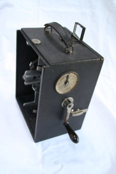 Olikos camera/projector 1912 by Cinéma Plaques, very rare