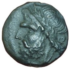 The Greek Antiquity - Northern Apulia, Arpi - Æ (Bronze, 19mm, 5,65g), c. 325-275 BC - Head of Zeus / Boar - SNG ANS 635; Rutter HN Italy 642
