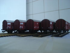 Fleischmann H0 - 5314/531403/531801/5319/845319 - 5 closed freight wagons of the DB
