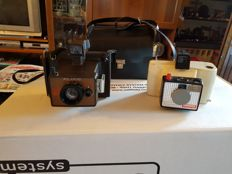 Lot consisting of 2 antique Polaroid: Polaroid land camera swinger camera model 20 and Polaroid EE33