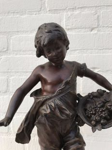 Auguste Moreau (1834-1917) - bronze patinated zamak sculpture - France - circa 1880