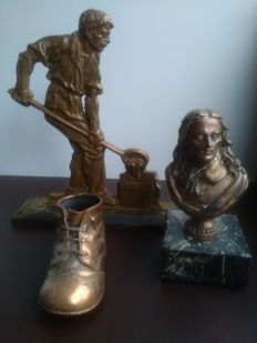 "Bronze sculpture ""smid"", comes with shoe and bust possibly Admiraal de Ruyter"